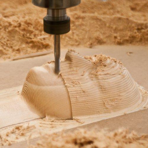 Průběh práce CNC stroje– Hrubování je hotové, probíhá fáze finišování povrchu