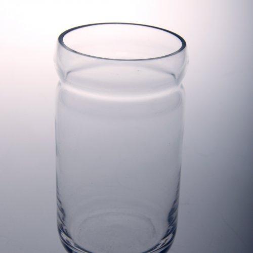 SKLENICE - Veronika Tichá, hutně foukané sklo, 3 dcl, pod vedením MgA. Aleše Jírovce