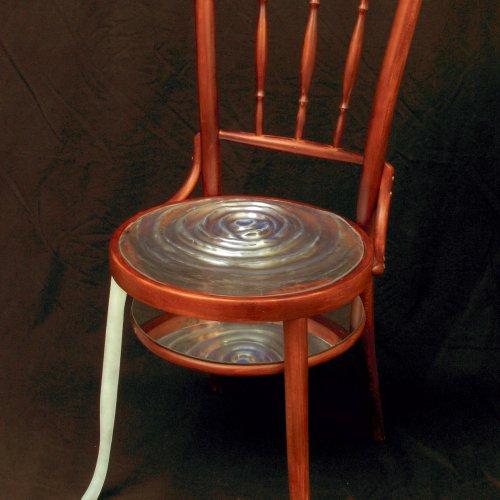 ŽIDLE – Anna Musilová, dřevěná židle, sklo, zrcadlo, výška 74 cm, pod vedením MgA. Milana Krajíčka, oceněno 2. místem v Soutěži sklářských škol v Karlových Varech.