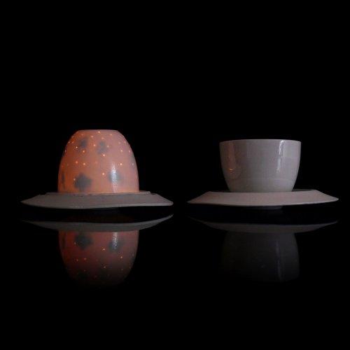 ČAJOVÝ SET – Kateřina Glasová, porcelán, 150 ml (šálek), 150 ml (svícen), pod vedením akad. soch. Petry Šťastné