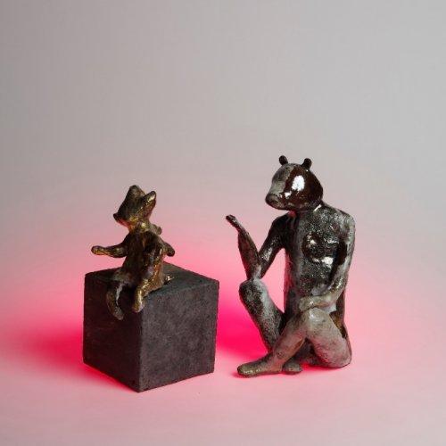 DIALOGY – Anastasia Korliuga, keramika raku, 10 x 10 x 20 cm, pod vedením akad. soch. Petry Šťastné a MgA. Michaela-Franče