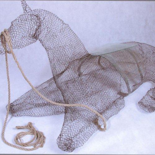 Kůň - Milena Chytková, pletivo a lehané sklo, 135 x 90 x 85 cm