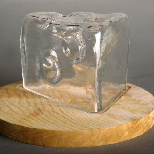 POKLOP NA SÝR – Petr Uchytil, dřevo a sklo, Ø 12,5 x 13 cm, pod vedením akad. soch. Jana Sečky