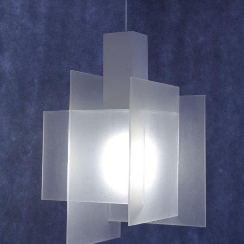 SVÍTIDLO - Gabriela Církvová, plast, 21 x 21 x 90 cm, pod vedením MgA. Martiny Klimošové