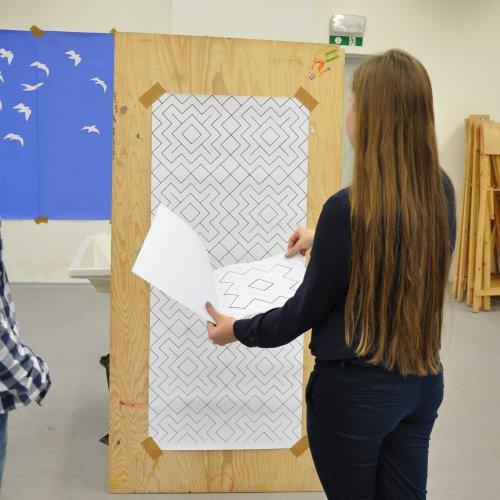 NÁVRH TAPETY - Adéla Netíková, malba na papíru, pod vedením Ing. Lady Slavíčkové a MgA. Andrey Vokřálové