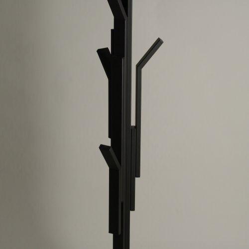 VĚŠÁK - Simona Krytinářová, kov, 170 x 15 x 15cm, pod vedením MgA. Michaela Franče