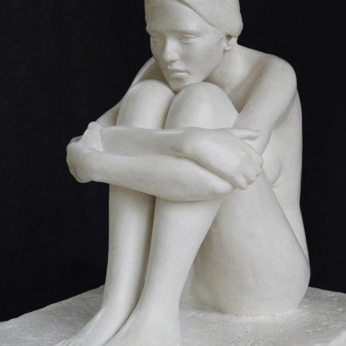 FIGURÁLNÍ STUDIE  – Ondřej Navrátil, patinovaná sádra, 65 x 59 x 47 cm,  pod vedením MgA. Marka Škubala, Ph.D.