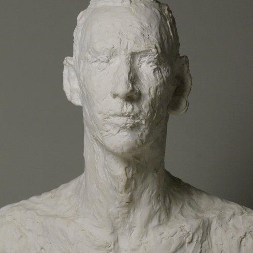 PORTRÉTNÍ STUDIE – Johana Kosová, sádra, 59 x 48 x 38 cm,  pod vedením MgA. Marka Škubala, Ph.D.
