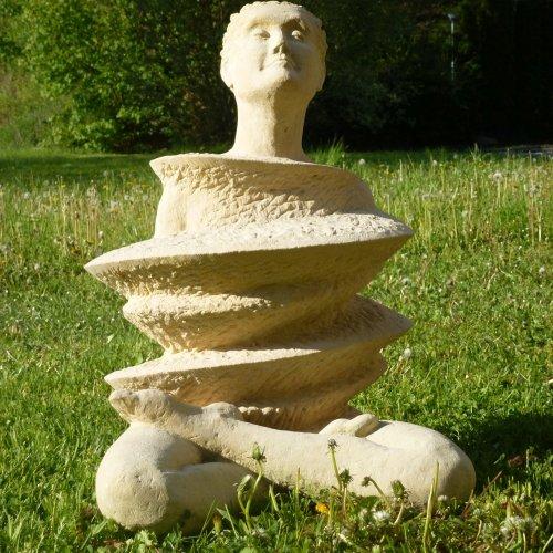 MEDITACE - Tereza Trnková, pískovec, 120 cm, pod vedením akad. soch. Sylvie Choisnel a MgA. Marka Škubala