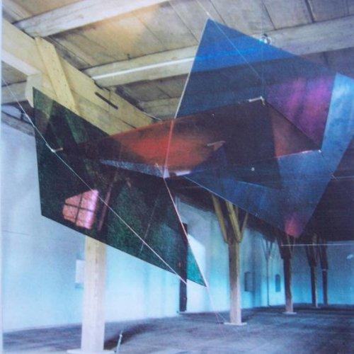 SOUČET BAREV - MgA. Aleš Jírovec, malované ploché sklo, 150 x 150 x 150 cm