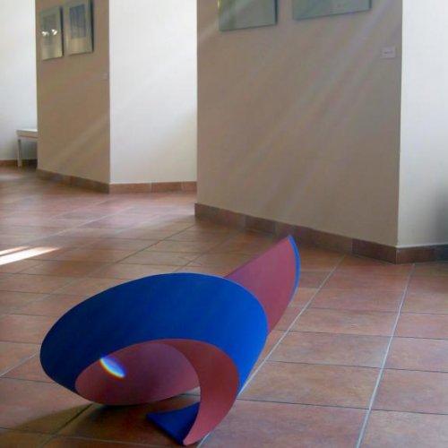 SPIRÁLA - MgA. Aleš Jírovec, kolorovaná sádra, 75 x 75 x 40 cm