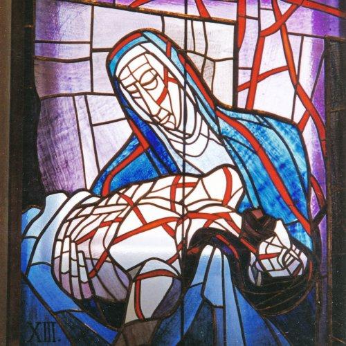 KŘÍŽOVÁ CESTA – Miloš Jírovec, vitráž v kostele, 116 x 112 cm