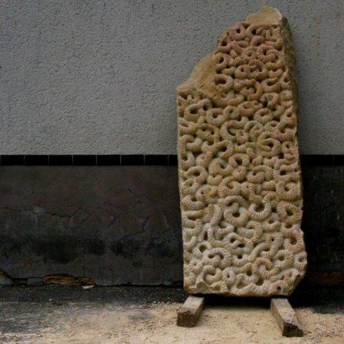 STÉLA NOVOROZENÝCH – MgA. Marek Škubal, pískovec, výška 210 cm