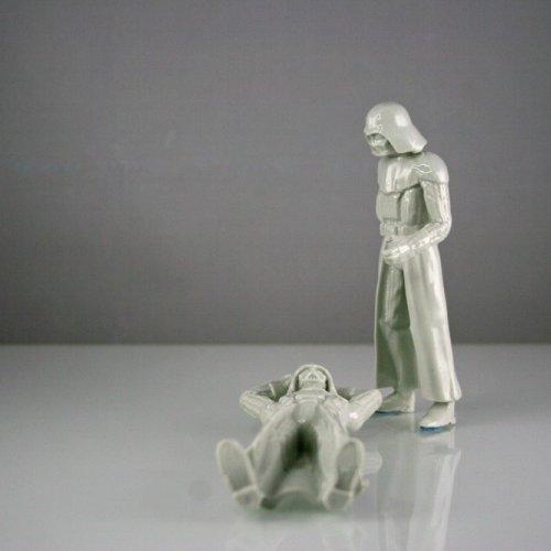 LIGHT SIDE OF VADER – MgA. Michael Franče, porcelán, 5 x 7 x 15 cm
