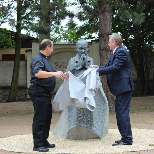 Odhalení pomníku F.B. Vaňka zástupci církve a města