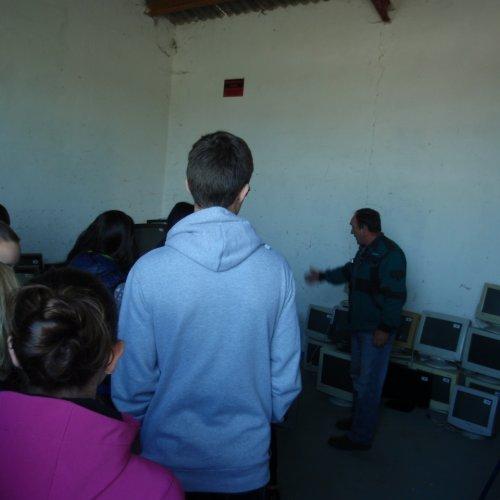 Elektroodpad je ukládán do haly, přesně evidován a poté odvážen k dalšímu zpracování.