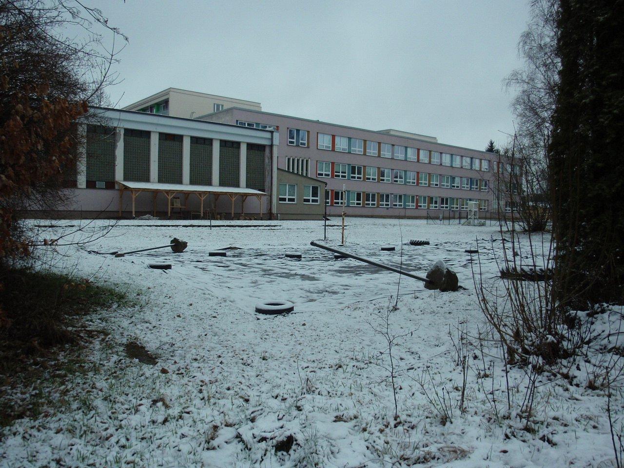Poslední troška sněhu spadla 17.3.a dala za pravdu známému přísloví Březen– za kamna vlezem.