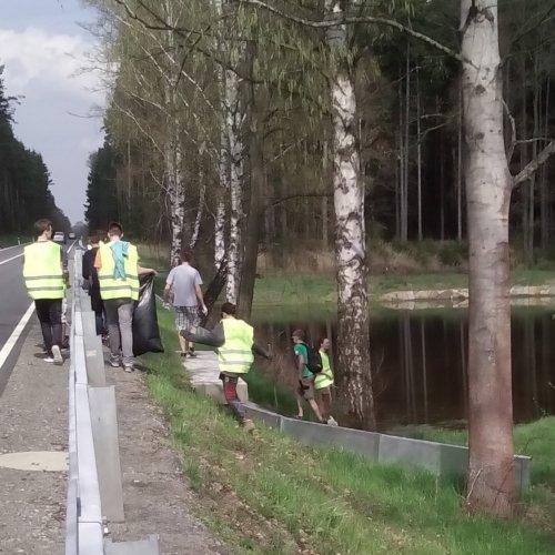 Než I.SV ušla z Radostovic 300 metrů k Radostovickému rybníku, měla již první pytel plný.