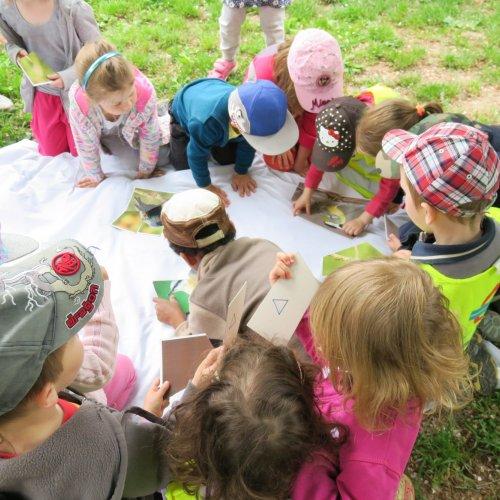 Jestli už zmíněnou čtveřici opeřenců dobře znají, si děti vyzkoušely při skládání obrázků puzzle, kterou režírovala Sára Bencová.