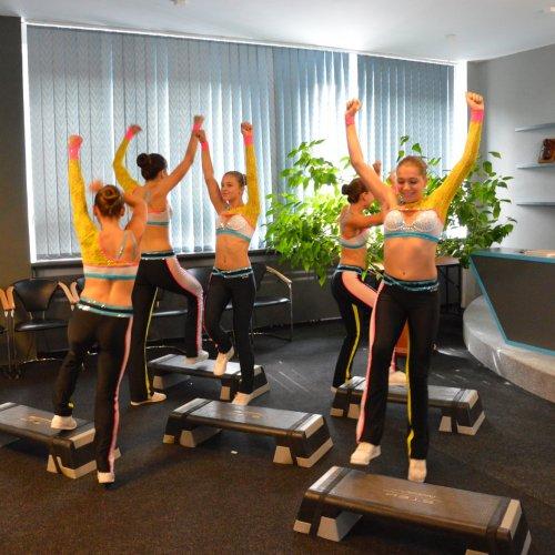 Vystoupení juniorského fitness step týmu z klubu Fanatic Havlíčkův Brod pod vedením místní studentky Kateřiny Doležalové