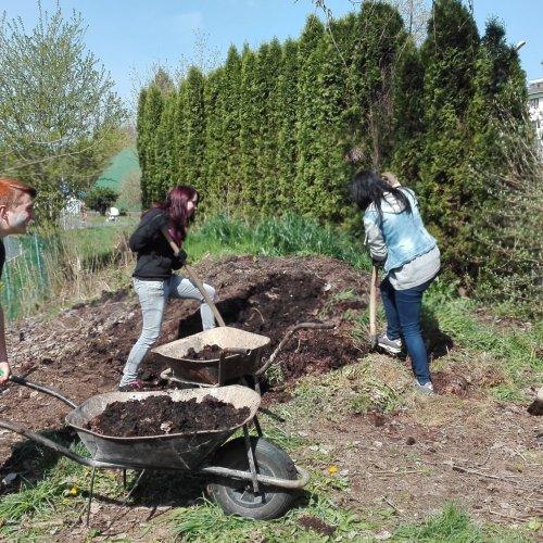 Nakládání kompostu