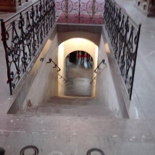 Pohled do krypty kostela