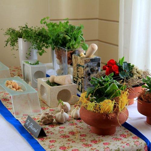 Hmoždíř (kamenina) - Kateřina GLASOVÁ; Misky (lehané sklo) – Viktorie ZEZULOVÁ