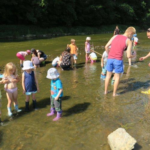 Průvodce dětem při jejich vodním dobrodružství dělali žáci I.G.