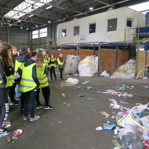 Provoz firmy ASMJ nabídl informace o dalších cestách odpadového papíru a plastu.
