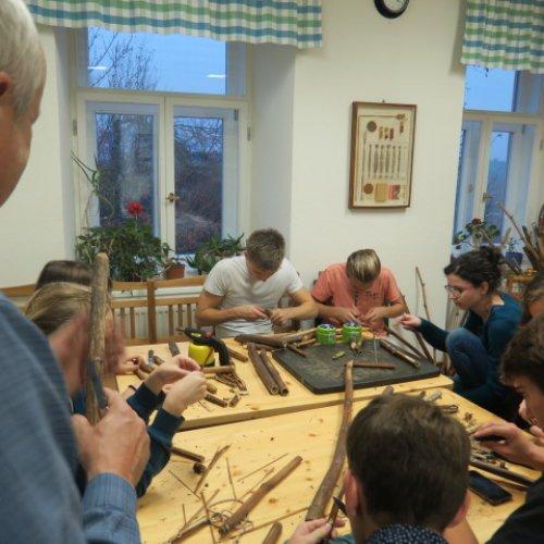 Mezi jednotlivými disciplínami jsme si mohli vyzkoušet své řemeslné dovednosti - vyrobit si píšťalu ze stonků křídlatek,...