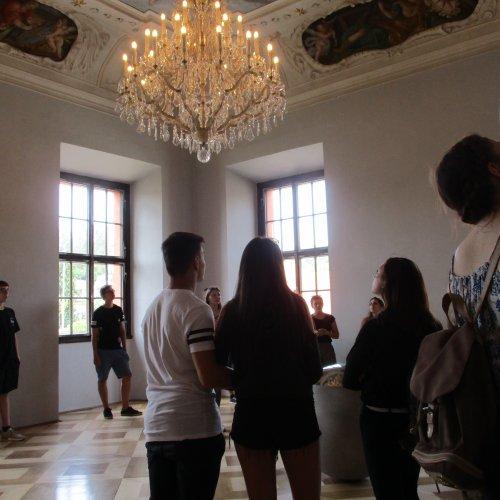 """V interiérech zámku nás čekaly nádherné fresky a """"spousty koulí"""""""