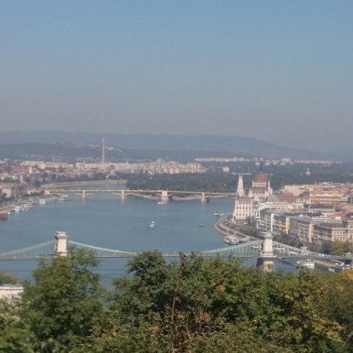 Budapešť - pohled z vyhlídky Gellerově vrch vlevo Budín, vpravo Pešť