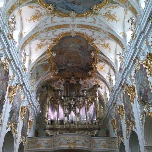 Stará kaple s vnitřní rokokovou přestavbou