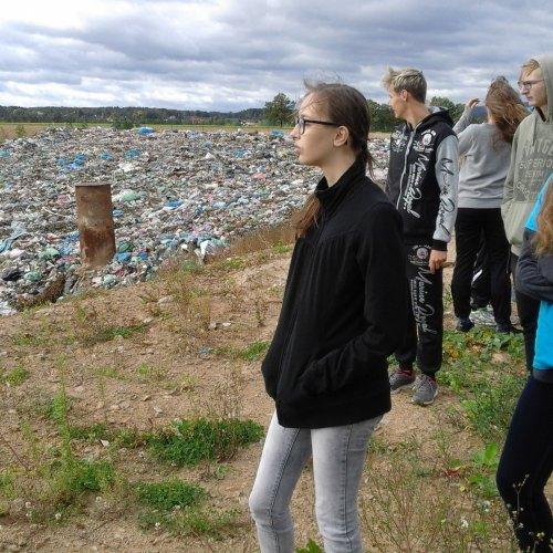 Žáci I.SV na skládce netříděného odpadu - není to úplně optimistický pohled.