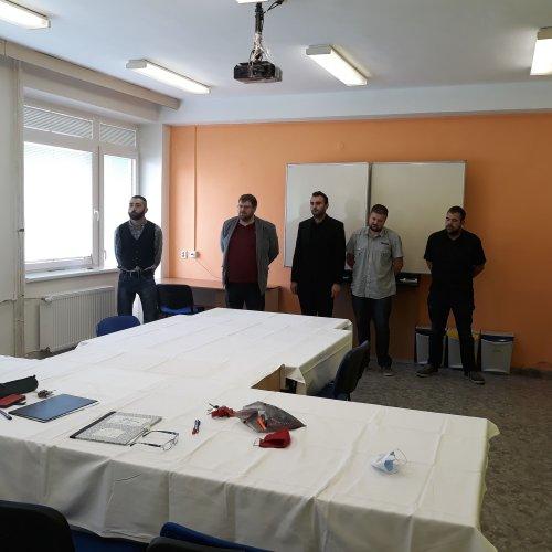 studenti oboru pohřebnictví po praktické zkoušce