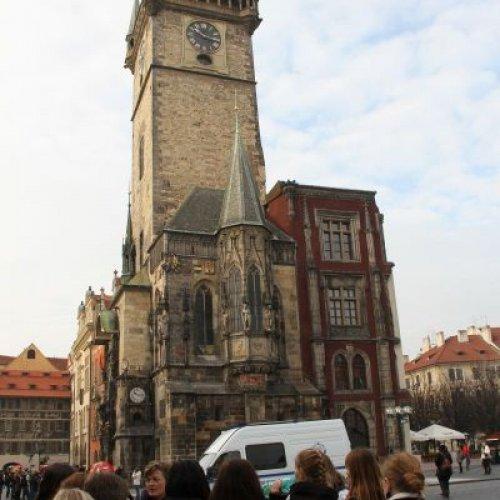 Oblast Královské cesty od Prašné brány po Staroměstské náměstí je plná nádherných staveb zněkolika architektonických období a přímo dýchá historií.