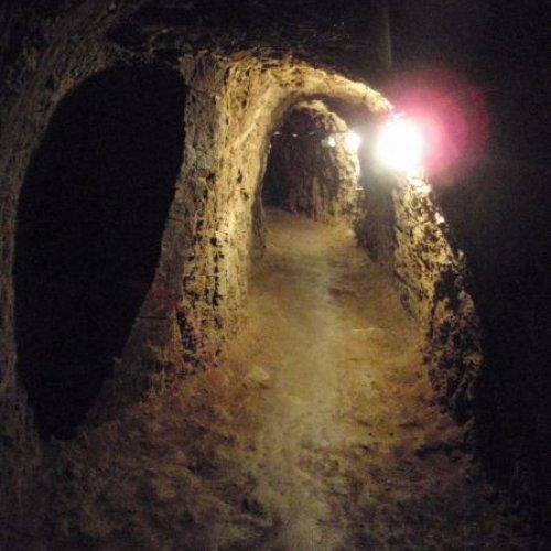 Hned 1.11. se skupina vypravila pod povrch země sprůvodcem nad jiné povolaným– spanemVálou.