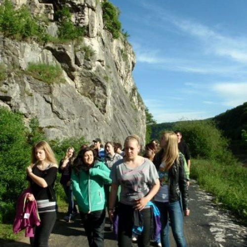 Nedaleko od naší ubytovny nás uvítalo úžasné údolí Berounky, plné vápencových skal a listnatýchlesů.