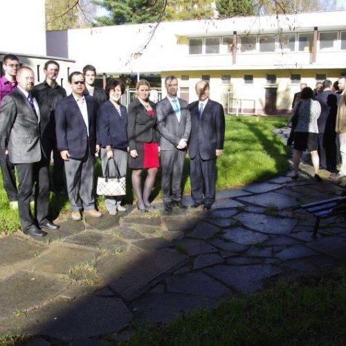 Delegace si přichází prohlédnout naší novou zahradu