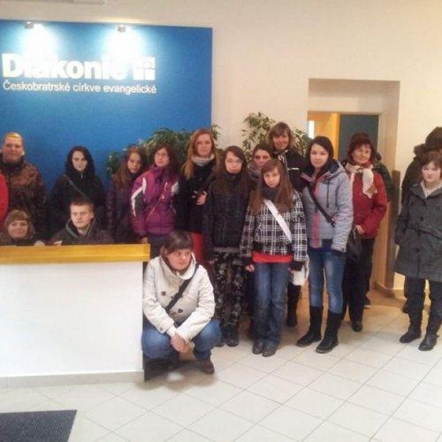 Skupina žáků při návštěvě Diakonie