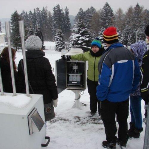 Složité přístrojové vybavení pro měření množství znečisťujících látek v ovzduší