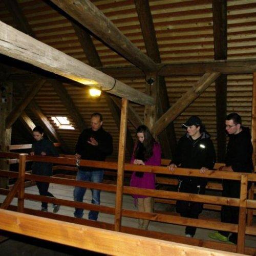 Chybějící stropy v hlubině pod námi nám umožnily zauvažovat o historii hradu z úplně jiného úhlu pohledu.