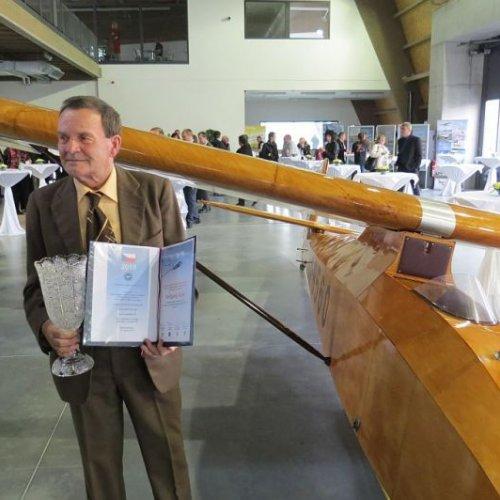 Pohár za své výkony v kategorii historických kluzáků obdržel Wolfgang Sluka