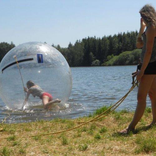 Aquazorbing, aneb spolužačka na vodítku :-)