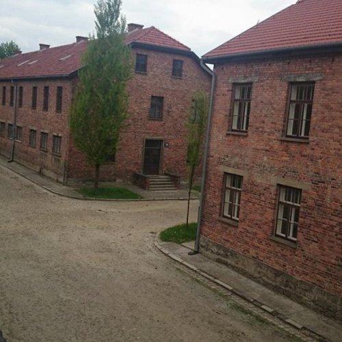 Pohled na táborové bloky – původně kasárna polské armády