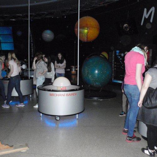 V prostorech Planetária nás kromě výukového programu čekala i zajímavá interaktivní expozice týkající se astronomie a historie dobývání vesmíru člověkem.